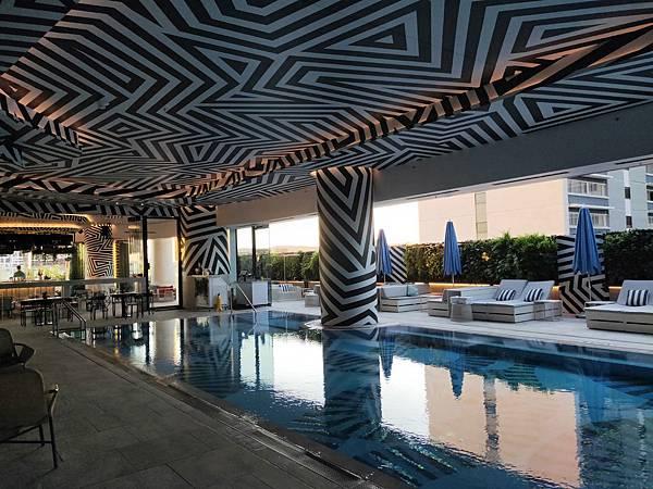 漂亮泳池(W) (1).jpg