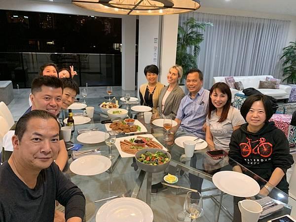 豪宅晚餐合影 (1)
