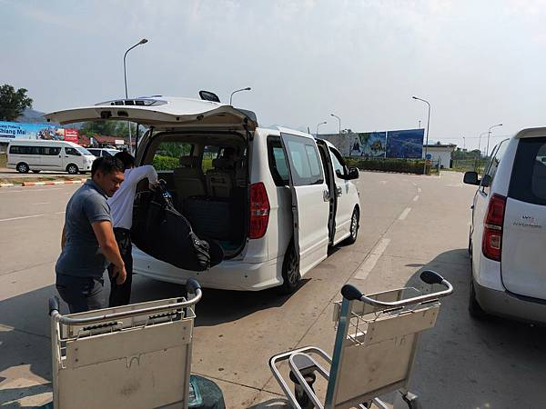龍坡邦機場抵達 (2)