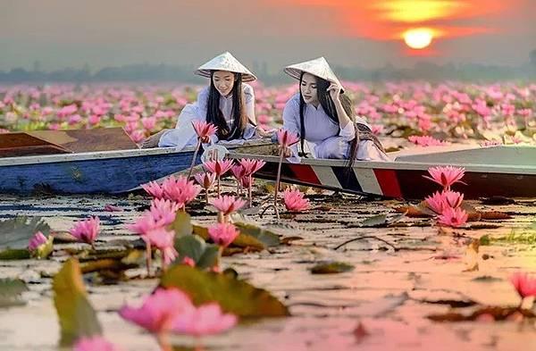 2 girl(lotus sunrise.jpg