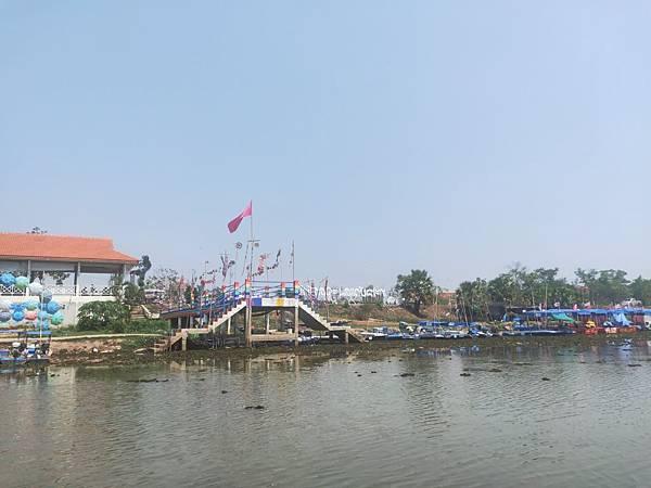 pier(lotus sea.jpg