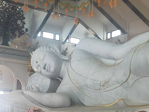 buda statua (3).jpg