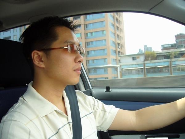 我是真的很認真在開車,不是裝的= =