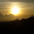 爬了很久的山為了看日落> <