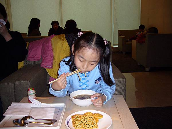 我妹在吃麵