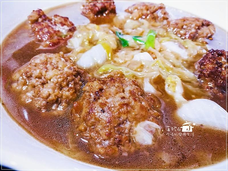 【年菜食譜】獅子頭不沾手的懶人做法,獅子頭就是要和白菜在一起紅燒才是完美的組合