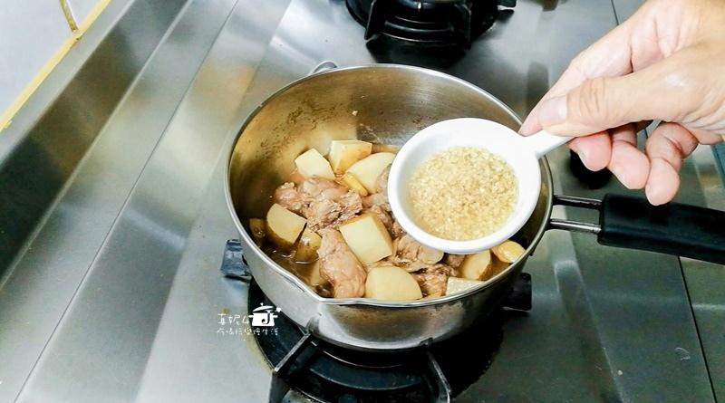 09-肉鍋加糖調味-13.jpg