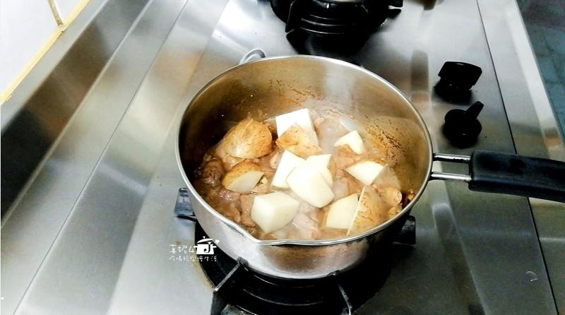 08-肉塊放馬鈴薯塊-12.jpg