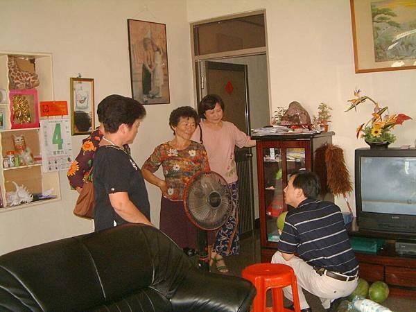 龍巖國小13屆同學會(2001-08-12)造訪同學新居05.JPG