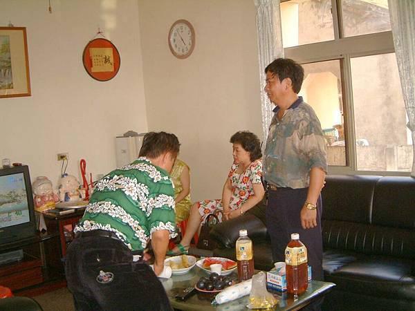 龍巖國小13屆同學會(2001-08-12)造訪同學新居07.JPG