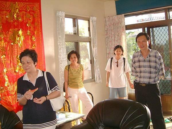 龍巖國小13屆同學會(2001-08-12)造訪同學新居08.JPG