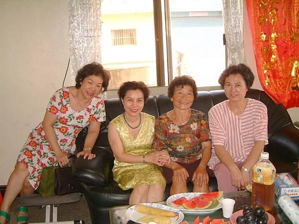 龍巖國小13屆同學會(2001-08-12)造訪同學新居09.JPG
