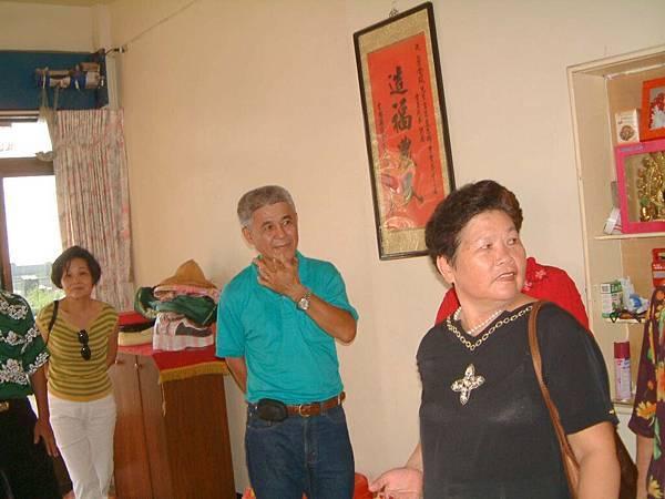 龍巖國小13屆同學會(2001-08-12)造訪同學新居10.JPG