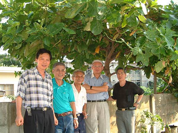 龍巖國小13屆同學會(2001-08-12)造訪同學新居11.JPG