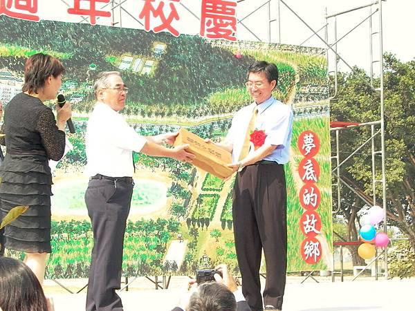 龍巖國小70週年校慶(2004-10-23)03.JPG