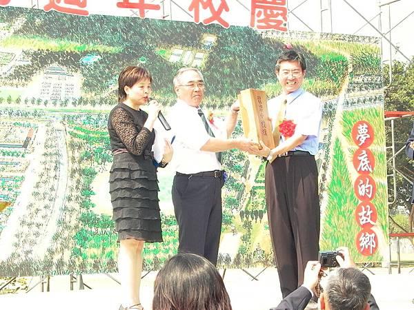 龍巖國小70週年校慶(2004-10-23)027.JPG