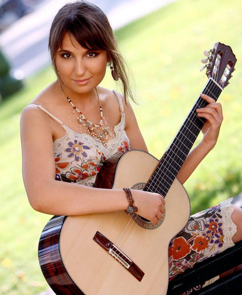 107 Yuliya Lonskaya 尤利婭.隆斯考婭 1980年 白俄羅斯吉他演奏家05