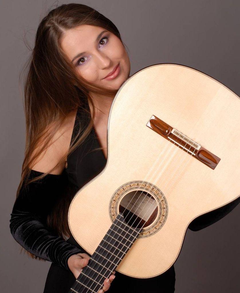 107 Yuliya Lonskaya 尤利婭.隆斯考婭 1980年 白俄羅斯吉他演奏家02