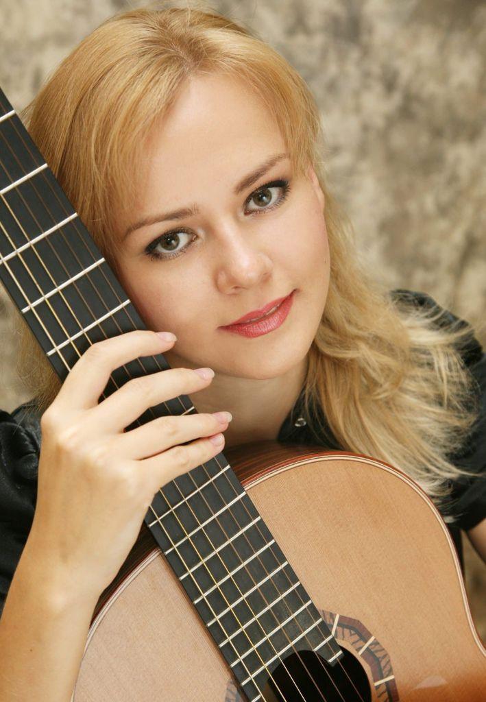 118 Ekaterina Pushkarenko 葉卡捷琳娜.普熙卡倫 1984年 俄羅斯吉他家01