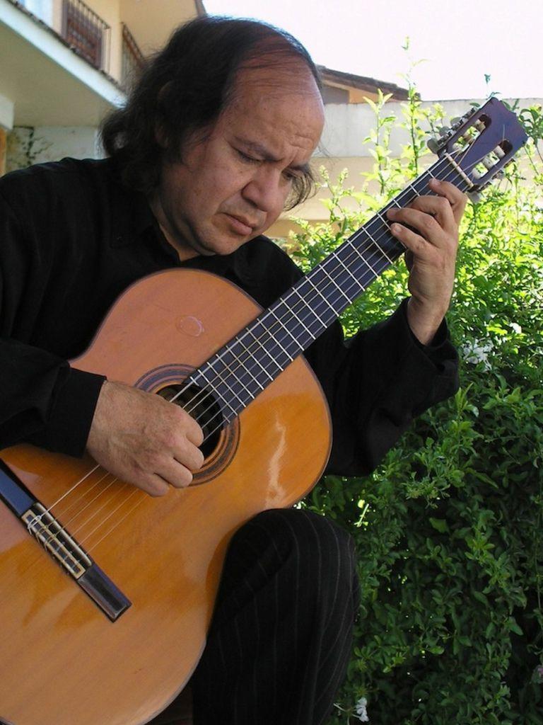 128 Alfonso Moreno 阿方索.莫雷諾 墨西哥吉他家01
