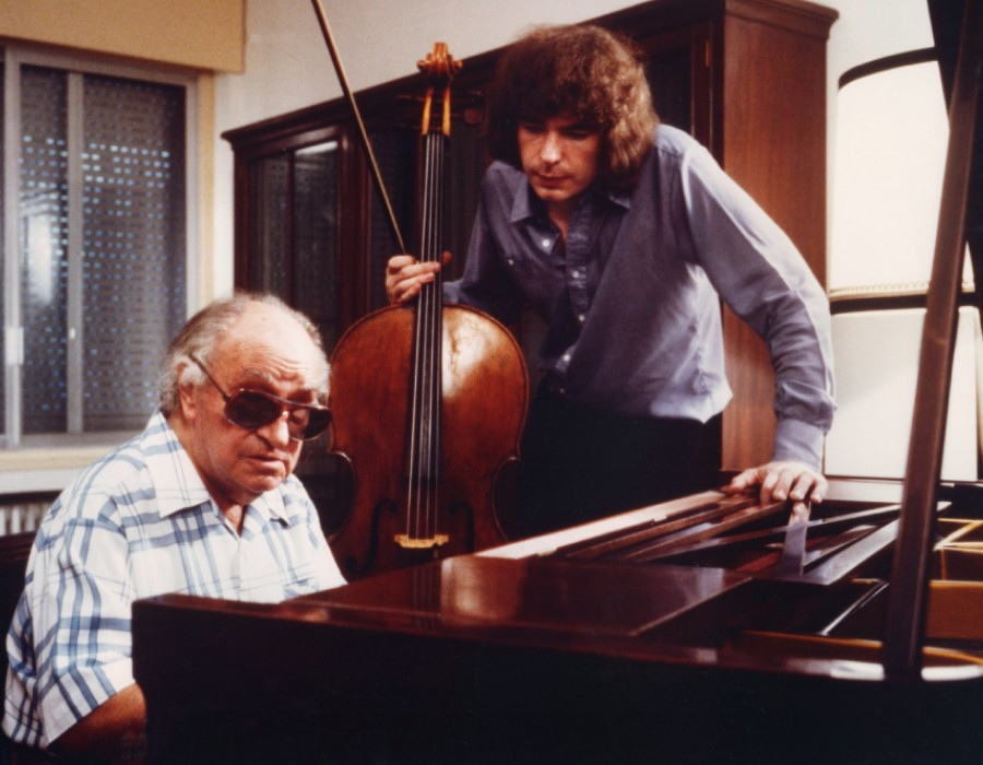 677 Joaquin Rodrigo 華金.羅德利果 (1901年-1999年) 西班牙作曲家、鋼琴家09