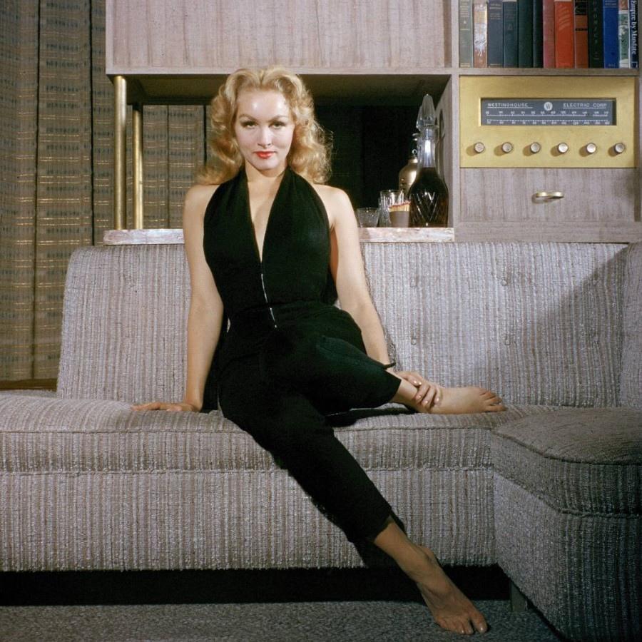 417 Julie Newmar 朱莉.紐瑪 (1933年 美國演員、舞蹈家、歌唱家)10
