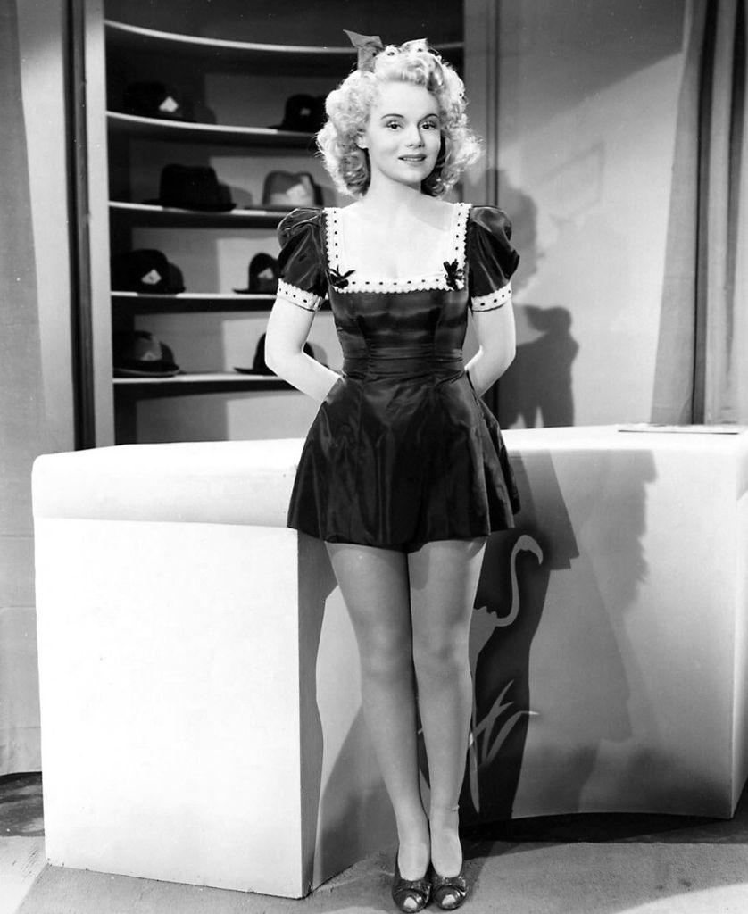 423 Marie Wilson 瑪麗.威爾遜 ( 1916年-1972年 美國廣播、電影、電視演員)09