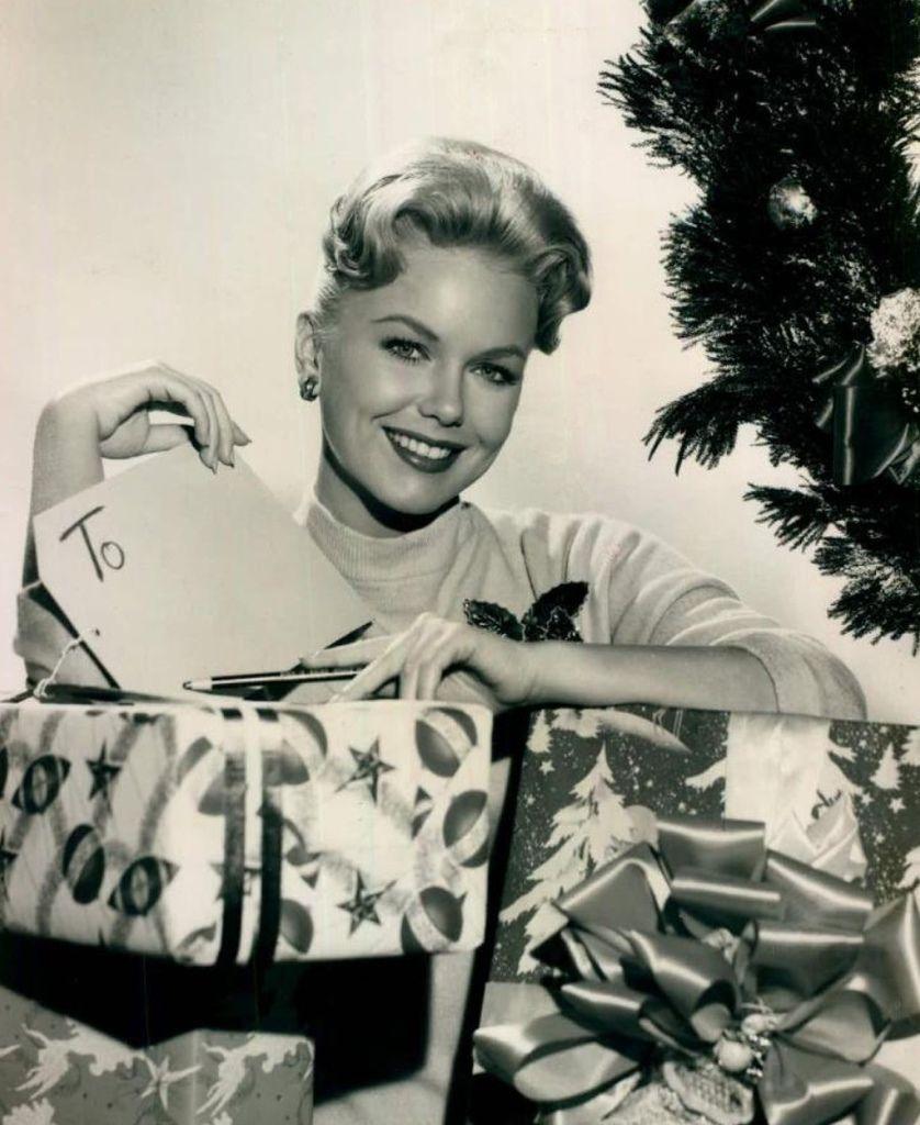 537 Shirley Bonne 雪莉.博訥 (1934年 美國電視演員)01