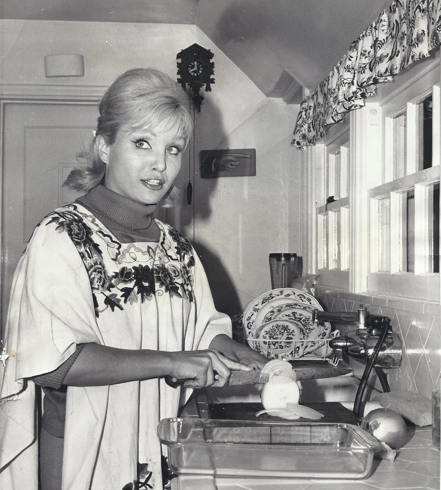 539 Susan Oliver 蘇珊.奧利弗 (1932年-1990年 美國演員、電視導演、飛行員)04