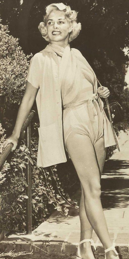 560 Janis Carter 賈尼斯.卡特 (1913年-1994年 美國電影、電視演員)03