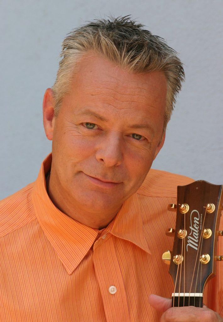 134 Tommy Emmanuel 湯米.依曼紐 1955年 澳大利亞吉他手02