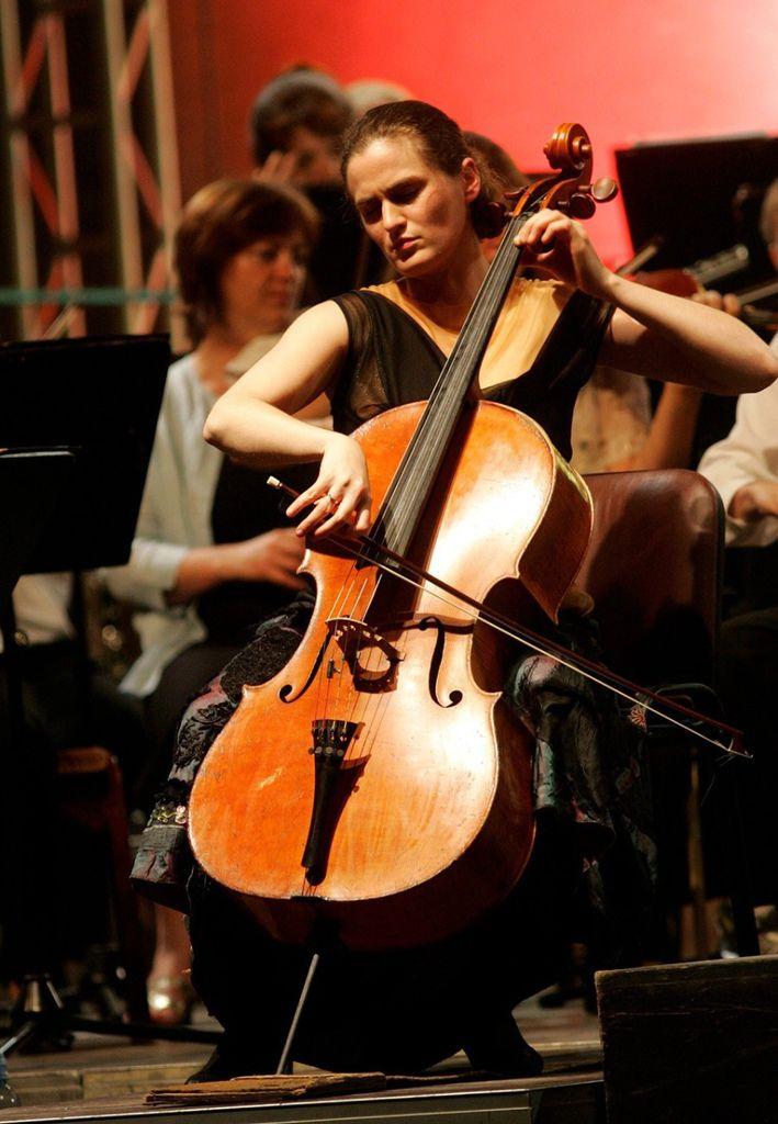 220 Monika Leskovar 莫妮卡.萊斯科瓦爾 1981年 德國裔克羅地亞大提琴家08
