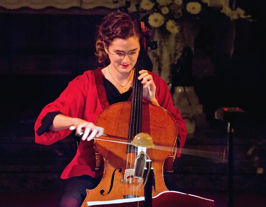 220 Monika Leskovar 莫妮卡.萊斯科瓦爾 1981年 德國裔克羅地亞大提琴家01