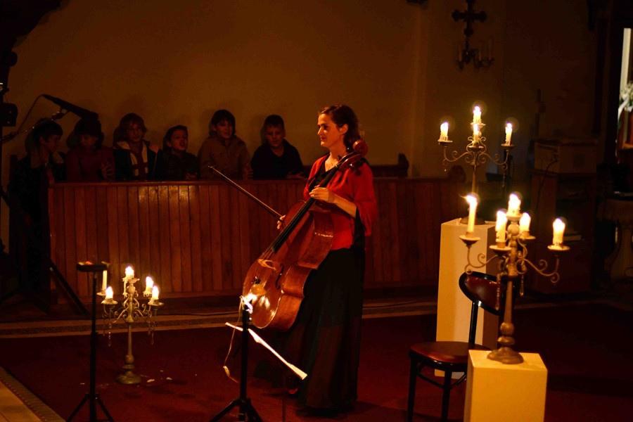 220 Monika Leskovar 莫妮卡.萊斯科瓦爾 1981年 德國裔克羅地亞大提琴家05