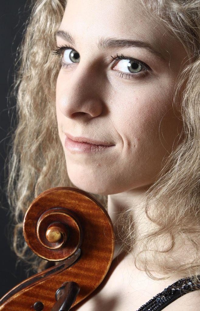 224 Hanna Dahlkvist 漢娜.達爾奎斯特 1986年 瑞典大提琴家01