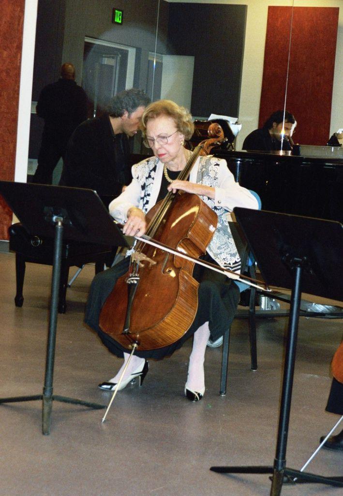 228 Eleonore Schoenfeld 埃萊奧諾雷.舍恩菲爾德 (1925年-2007年) 馬里博爾裔美國大提琴家03