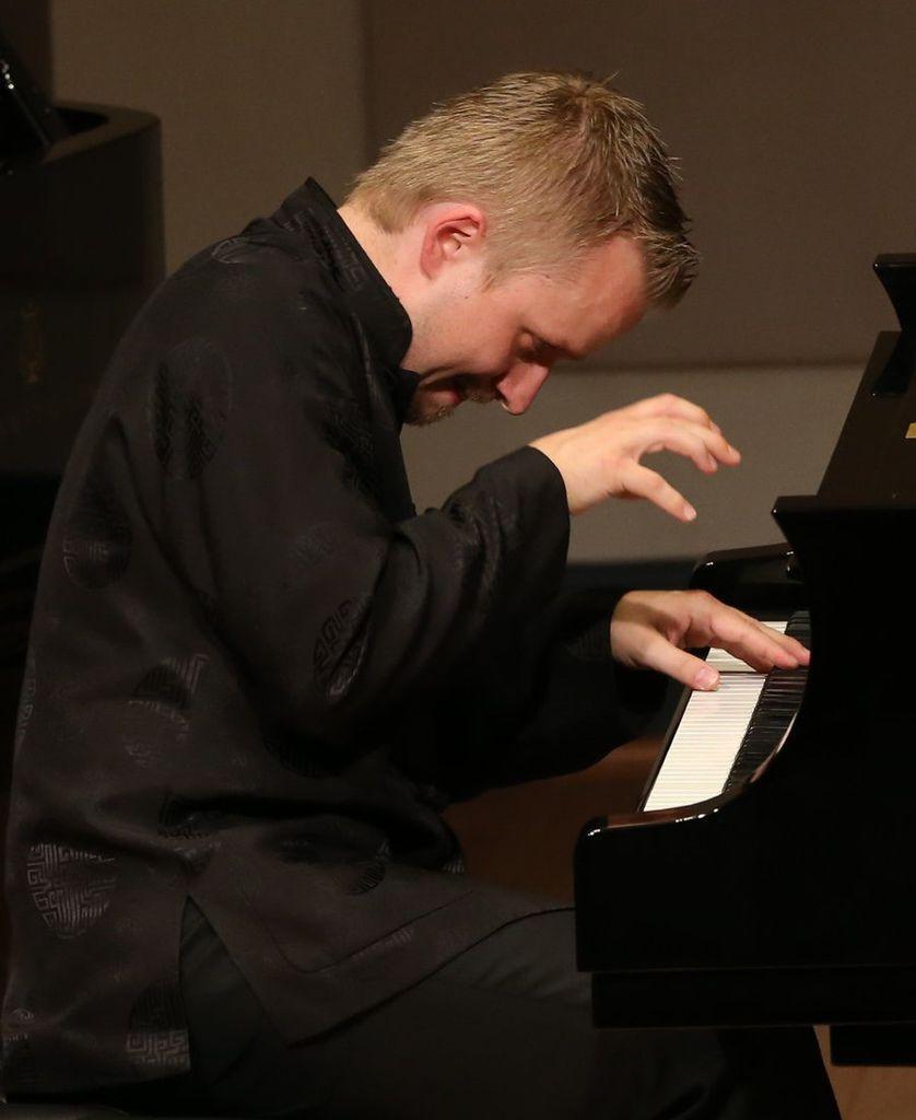 773 Ilya Yakushev 伊利亞.亞庫舍夫 俄羅斯鋼琴家03