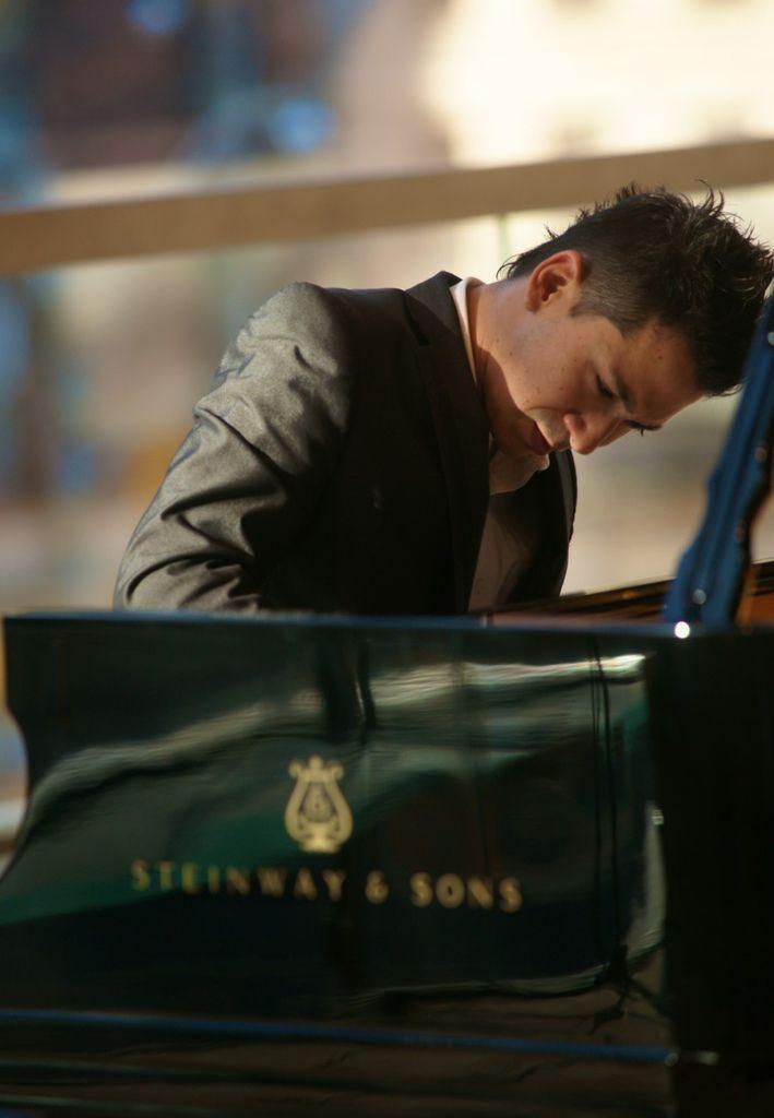 775 Alejandro Vela 亞歷山大.維拉 墨西哥鋼琴家07