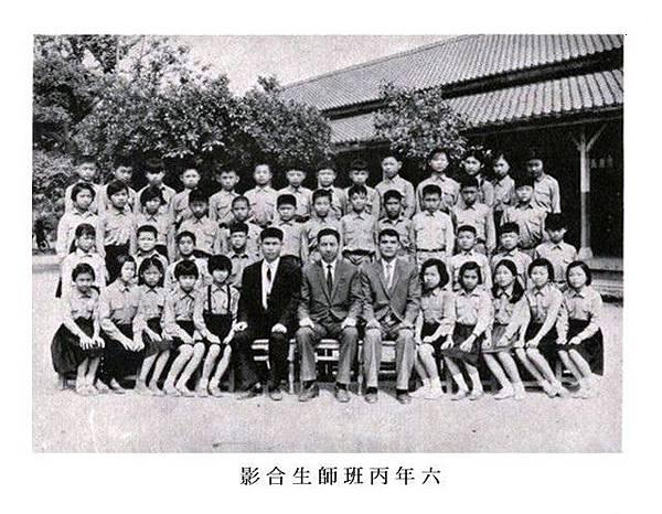 24屆畢業紀念冊06六丙合影.jpg