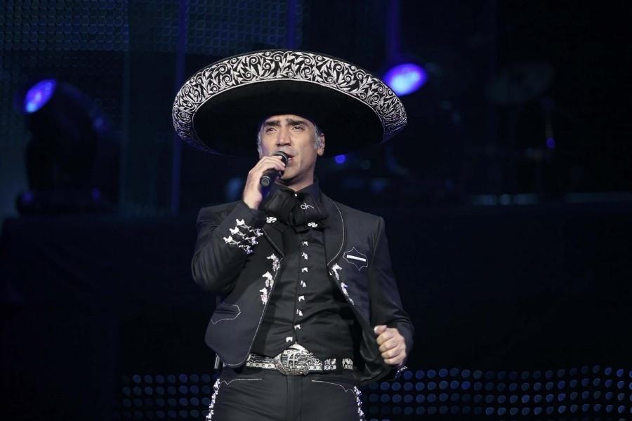 652 Alejandro Fernandez 亞雷漢德羅.費南德茲 1971年 墨西哥歌手02.jpg