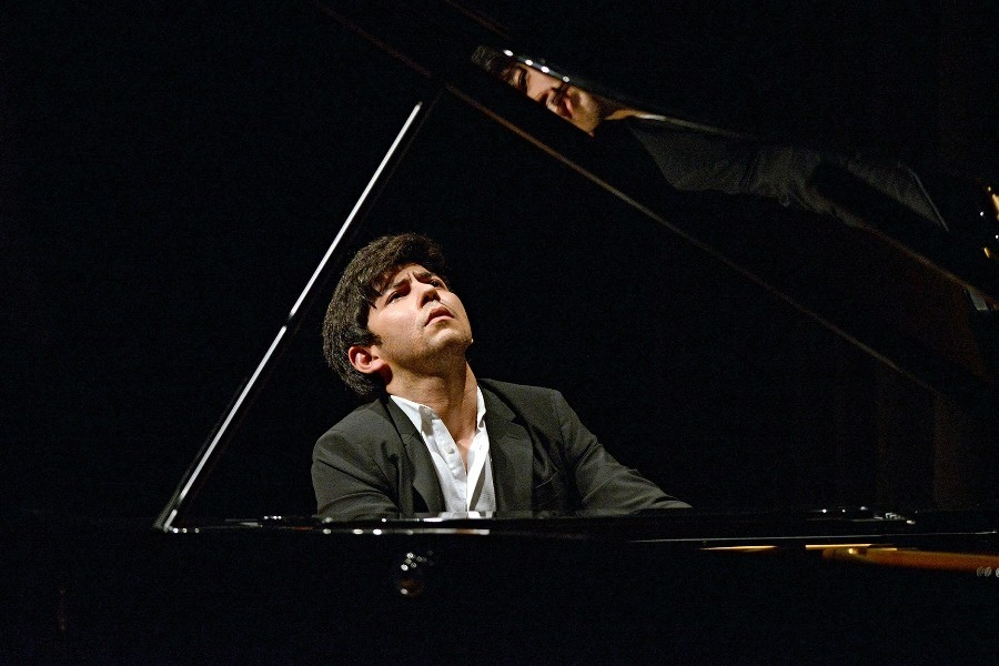 623 Behzod Abduraimov 貝赫佐德.阿布杜賴莫夫 1990年 烏茲別克斯坦鋼琴家07.jpg