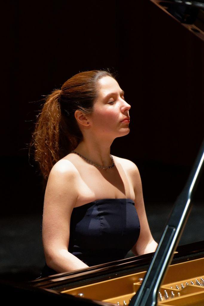 1100 Alina Bercu 阿麗娜.貝庫 1990年 羅馬尼亞鋼琴家05.jpg