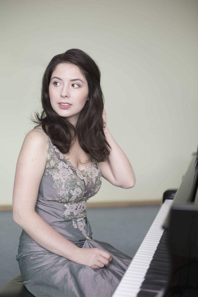 1100 Alina Bercu 阿麗娜.貝庫 1990年 羅馬尼亞鋼琴家02.jpg
