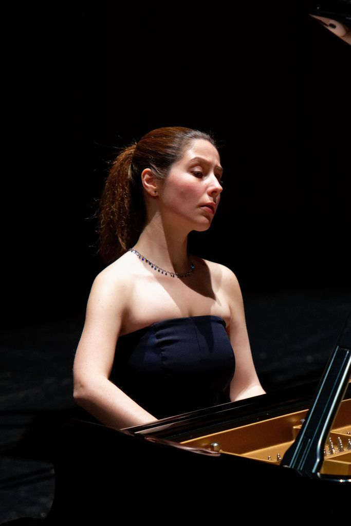 1100 Alina Bercu 阿麗娜.貝庫 1990年 羅馬尼亞鋼琴家03.jpg