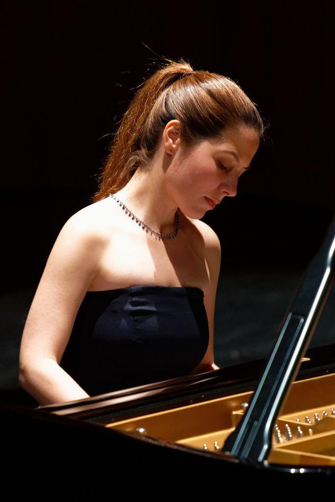 1100 Alina Bercu 阿麗娜.貝庫 1990年 羅馬尼亞鋼琴家04.jpg
