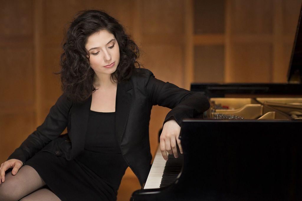 1100 Alina Bercu 阿麗娜.貝庫 1990年 羅馬尼亞鋼琴家08.jpg