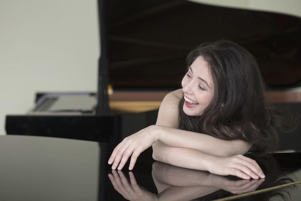 1100 Alina Bercu 阿麗娜.貝庫 1990年 羅馬尼亞鋼琴家07.jpg