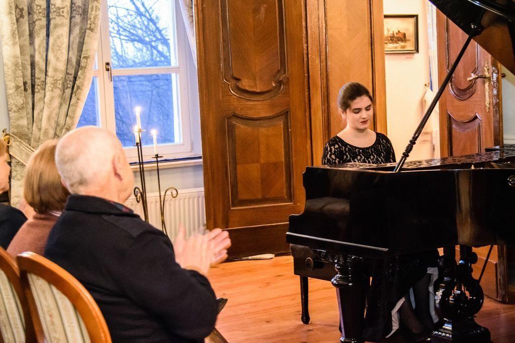 1105 Majka Babyszka 馬伊卡.巴比斯卡 1999年 波蘭鋼琴家05.jpg