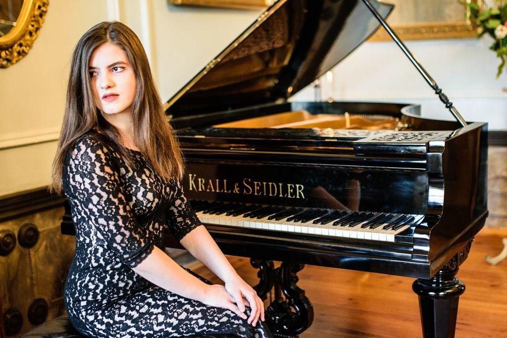 1105 Majka Babyszka 馬伊卡.巴比斯卡 1999年 波蘭鋼琴家02.jpg