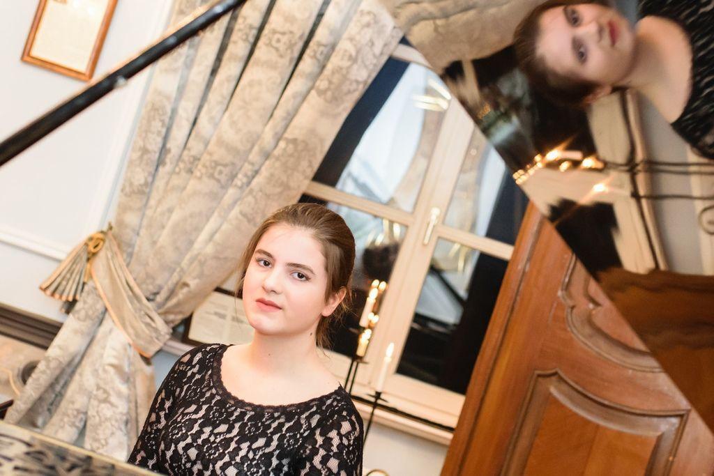 1105 Majka Babyszka 馬伊卡.巴比斯卡 1999年 波蘭鋼琴家06.jpg